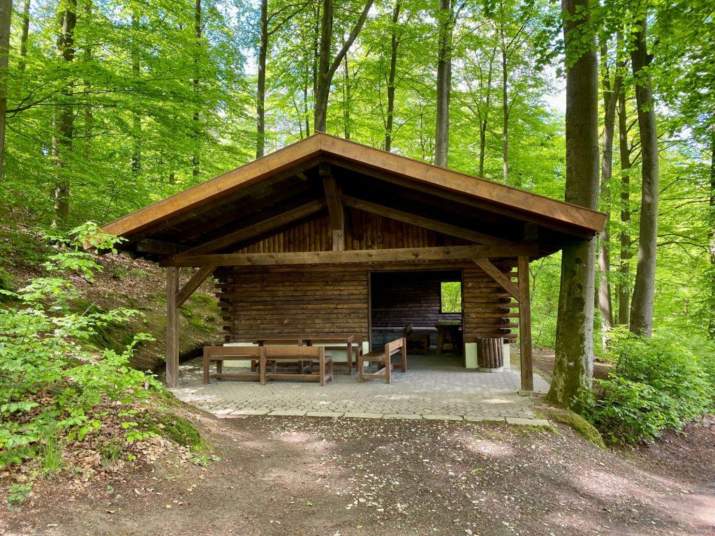 Blockhütte wird erbaut